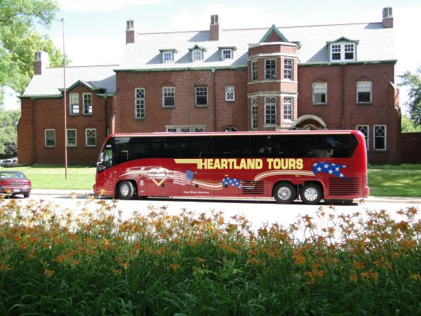 Luxury Motor Coach Tours | Heartland Tours and Travel